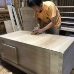 桐たんすの組み立て 三重県K様の整理たんすを作る3
