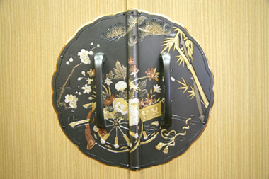 桐たんす 金具「花車」