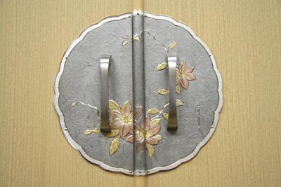 桐たんす金具「鉄線花」