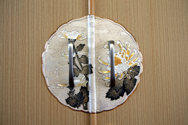 桐たんす 金具1