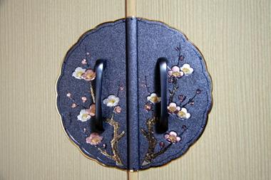 桐箪笥 金具「梅」