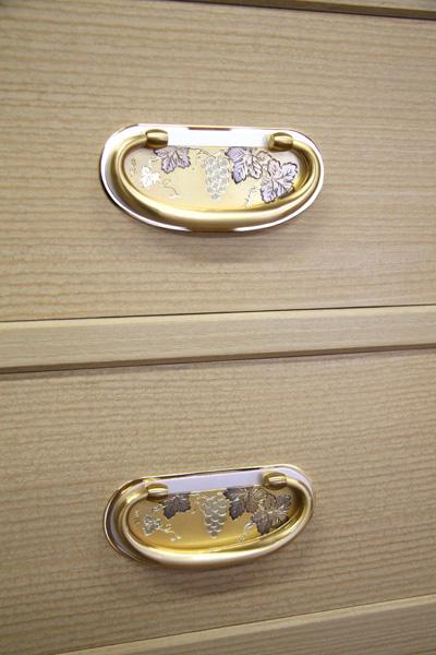 桐たんす金具「金・ぶどう」