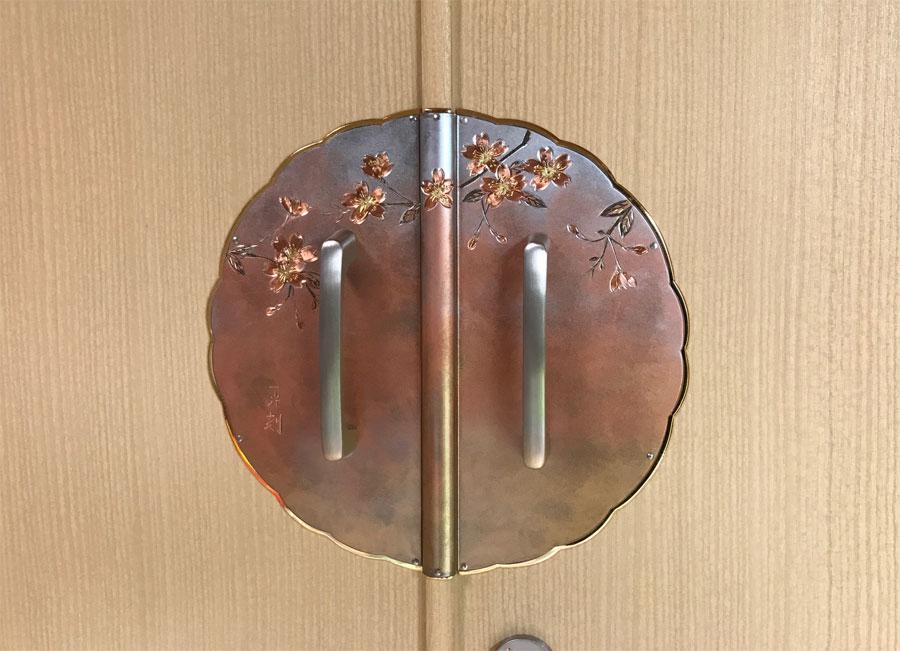 桐たんす金具【陽春 桜彫り】